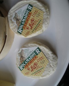 Little disks of goat cheese